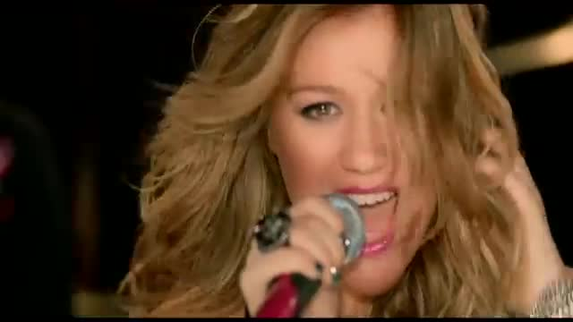 Hook up Kelly Clarkson