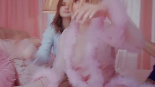 Sabrina Carpenter - Sue Me